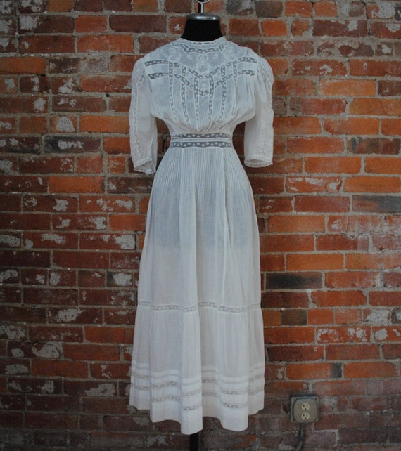 Edwardian Lawn Dress - Antique 1900s Inset Lace &