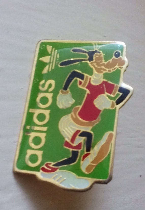 Goofy Walt Disney Adidas running shoes pin badge