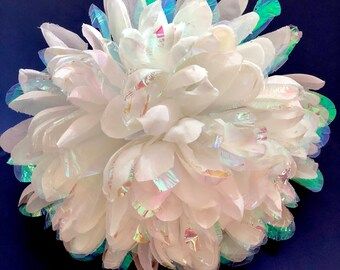 white pearlized opalescent homecoming mum flower