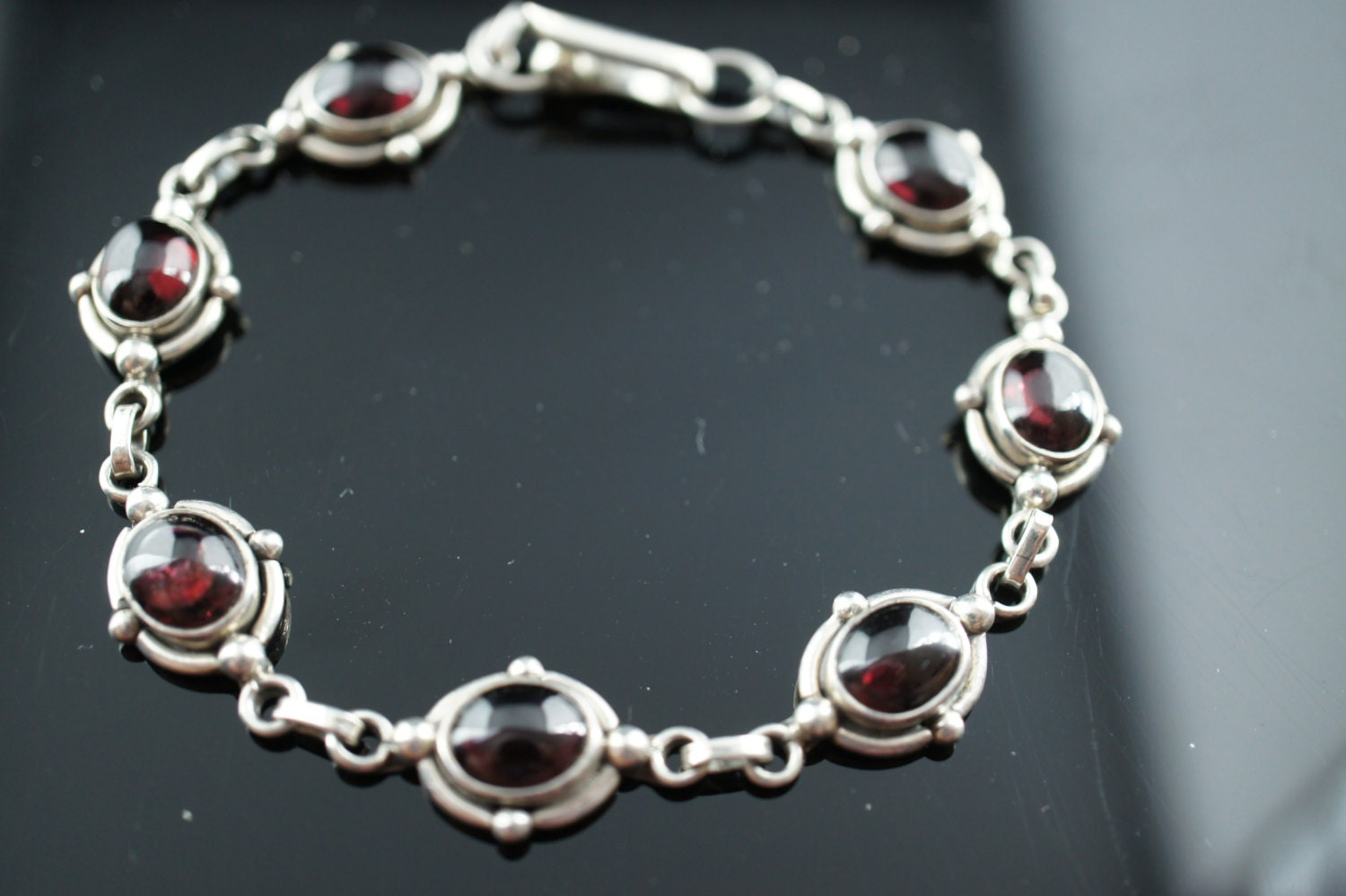 Vintage Art Deco bracelet Sterling Silver 925 red dark purple links oval chain d031