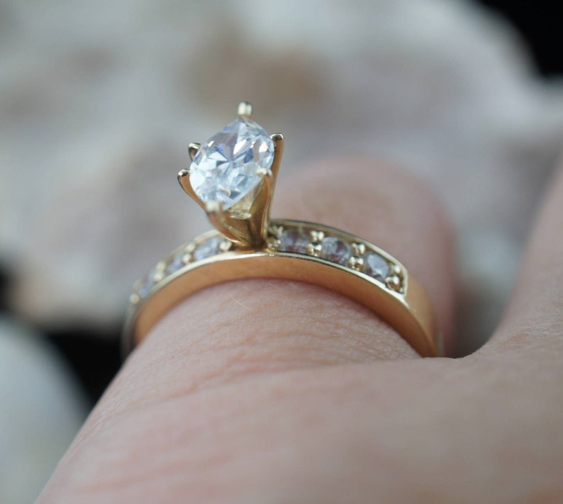 SOLID GOLD 14k  DQ Cz Stone  Vintage ring gold Ring solid Jewelry Collectable Size 8  round band Coctail Filigree Oval Wedding Engagement d