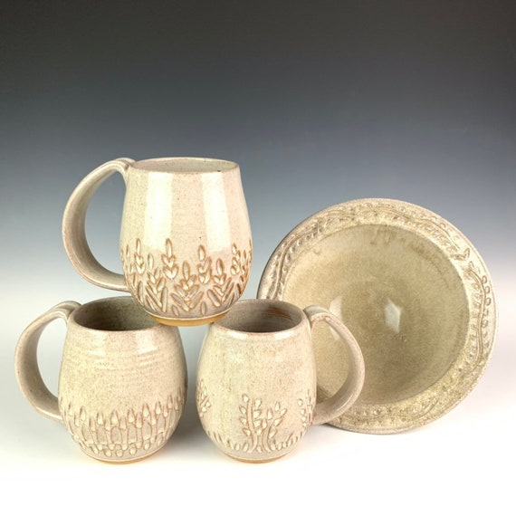 Carved coffee mug in white speckle