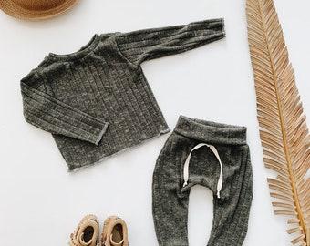 Baby Unisex shirt and pants set, Harem pants, Long sleeve tee, Olive set, Modern clothes