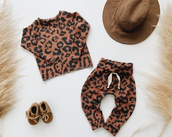 Baby Unisex shirt and pants set, Harem pants, Long sleeve tee,  Rust Leopard Knit Set, Modern clothes