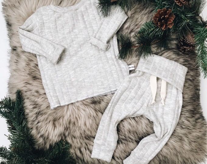 Featured listing image: Baby Unisex shirt and pants set, Harem pants, Long sleeve tee, Ribbed knit set, Modern cothes