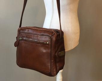 b9063b4c04 vintage leather bag- camera bag style