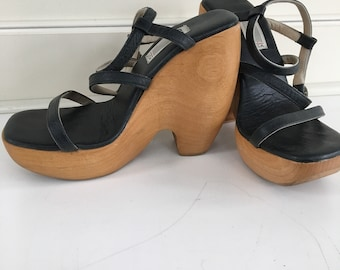 e0dcf0ebfa0 Vintage 90 s strappy platform leather high heels - size 8
