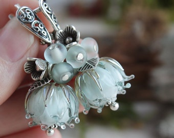 Lampwork light gray flower earrings, sterling silver, floral lampwork earrings, floral glass earrings, glass earrings, flower jewelry,