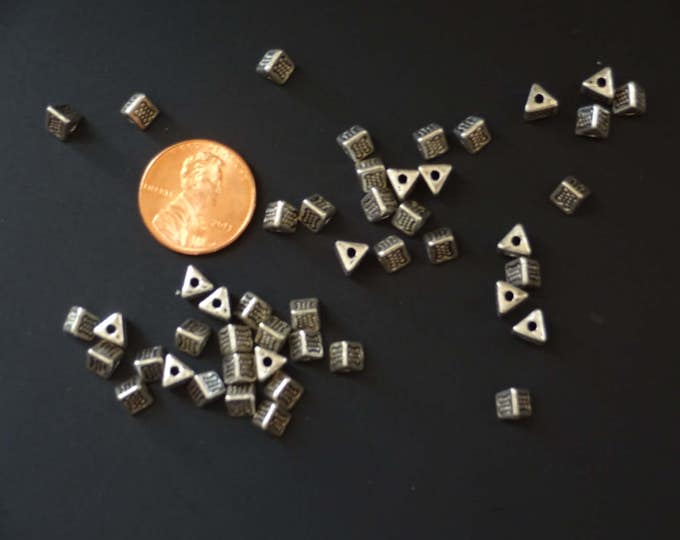4.5x4.5mm Tibetan Silver Triangle Bead, Antique Silver Triangles, Metal Spacer, Triangle Metal Bead, Embellished Triangles, Prism Bead