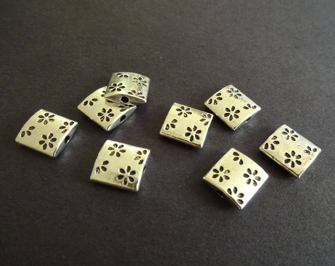 10mm Floral Flat Square Metal Beads, Tibetan Silver, Antique Silver Color, Etched Flower Design, Daisy Pattern, Antiqued Vintage Style