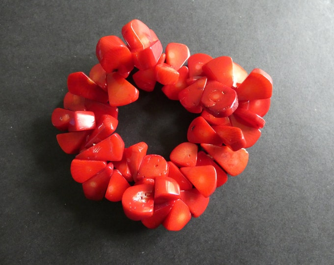 Natural Coral Stretch Bracelet, Dyed, 8-21mm Chip Beads, Coral Nuggets, Stretchy Cord, Summer Beach Bracelet With Real Coral Pieces