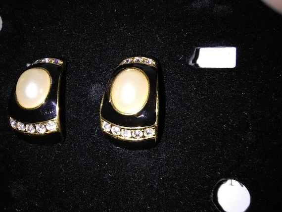 Vintage Joan Rivers Black with Faux Pearl and Rhin