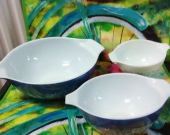 Set of Three Vintage Pyrex Blue Mixing Bowls