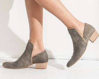 Grey Leather Shoes / Women Shoes / Every Day Taupe Loafers / Grained Texture Leather Shoes / Comfortable Shoes / Wooden Heels Shoes - Sydney