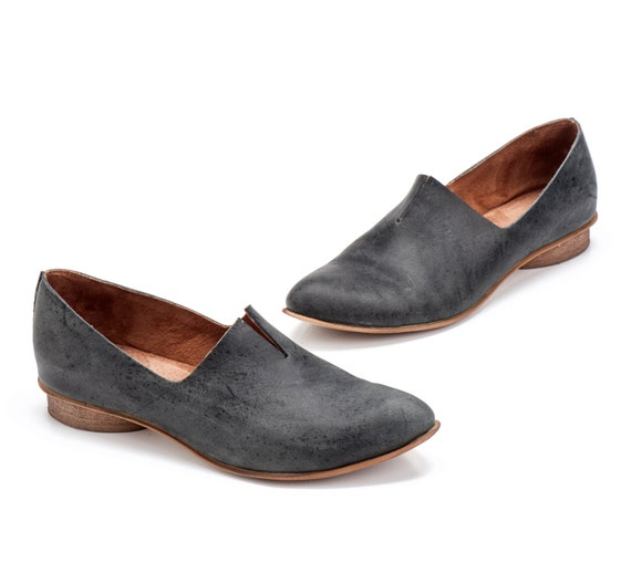Leather Flats, Women Flats, Minimalist Shoes, Black Loafers, Women Shoes, No Ties Shoes, Wood Heels Women, Spring Shoes, Pointed Shoes
