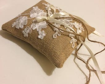Burlap ring bearer pillow featuring embroidered lace accents. Country barn wedding. Bridal accesories