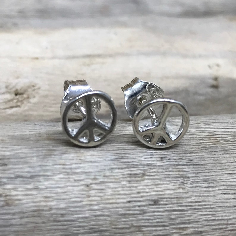 0.27 Sterling Silver Peace Ear Stud- Peace Sign TNA149 7 mm Peace Ear Stud Sterling Silver Peace Earring
