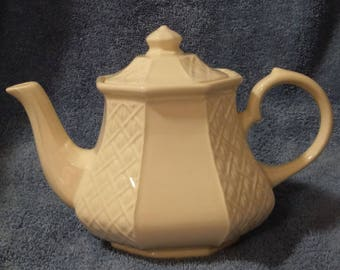 Sadler Teapot England/Cream Color