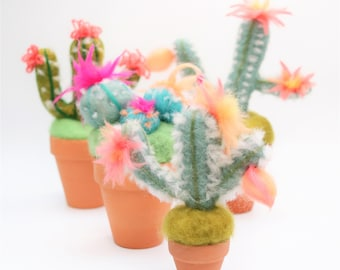 Needle Felted Cactus Pattern - Simple Needle Felting Tutorial - Perfect felting needle holder or for gorgeous cactus décor