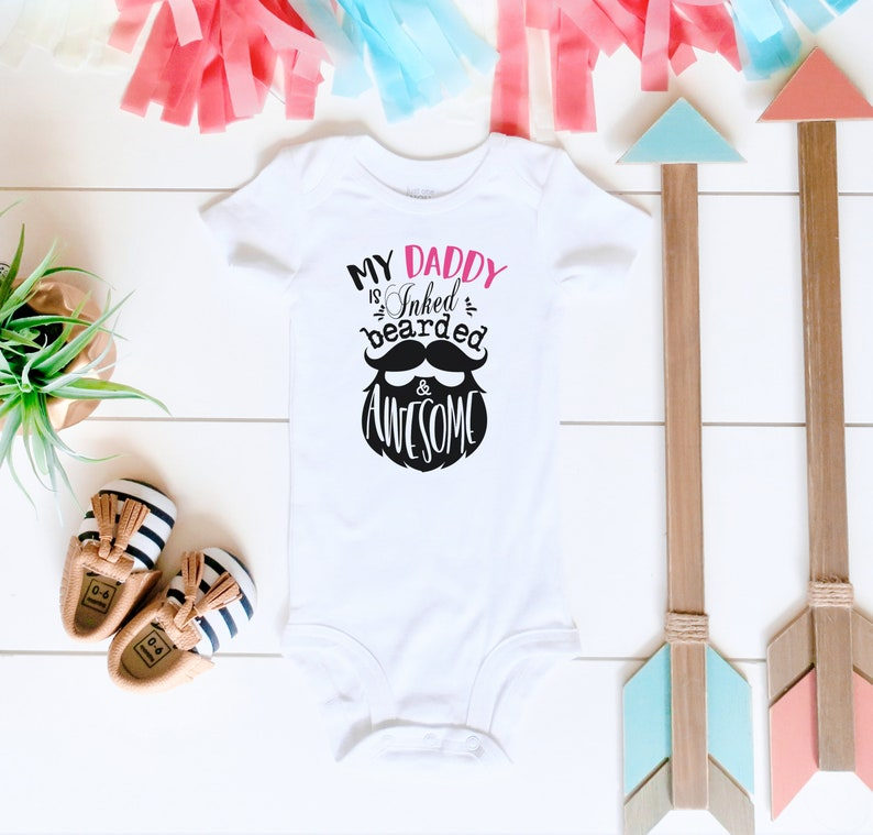 Cool Dad Gift Tattoo/'d and Bearded Daddy Baby Girl Onesie\u00ae Funny Unisex Kids Shirt Hipster Baby Bodysuit Baby Shower Kids Birthday Gift