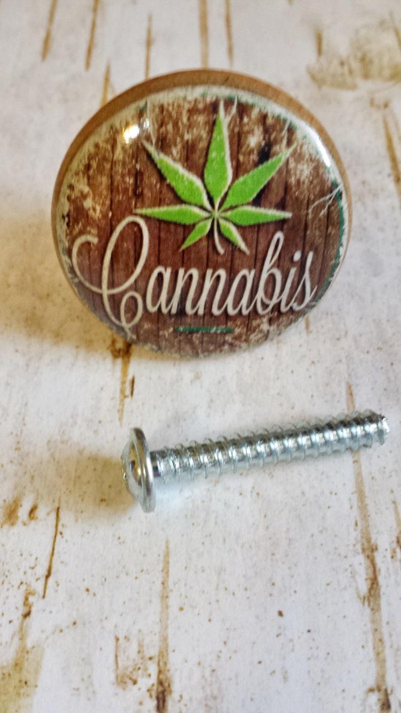Set of 4 Retro Hemp Cannabis Drawer Pulls Novelty Marijuana Birch Wood Knobs Man Cave Pot Leaf Bar Baked Marijuana Brownies Handmade