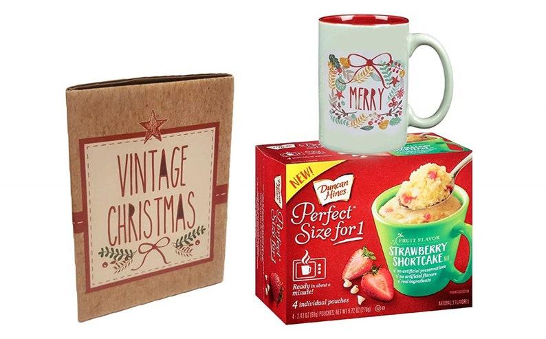 Merry  Christmas Wreath Mug In Gift Box with 4 Strawberry Shortcake Mug Cake Mix Pouches Bundle