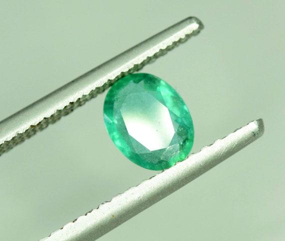 0,85 carats oeil brillant propre ovale haut couleur vert couleur haut émeraude pierres précieuses en vrac de la Zambie - 7 * 5 * 3 mm fa7487