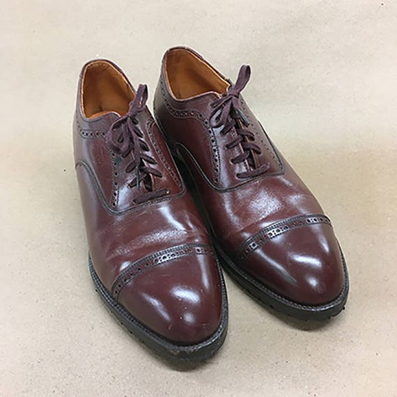 Vintage 1940's Classic Oxfords Brogue Lace Up Shoes Deadstock Sz 6 12E men's or Sz 9 women's Shipping Included