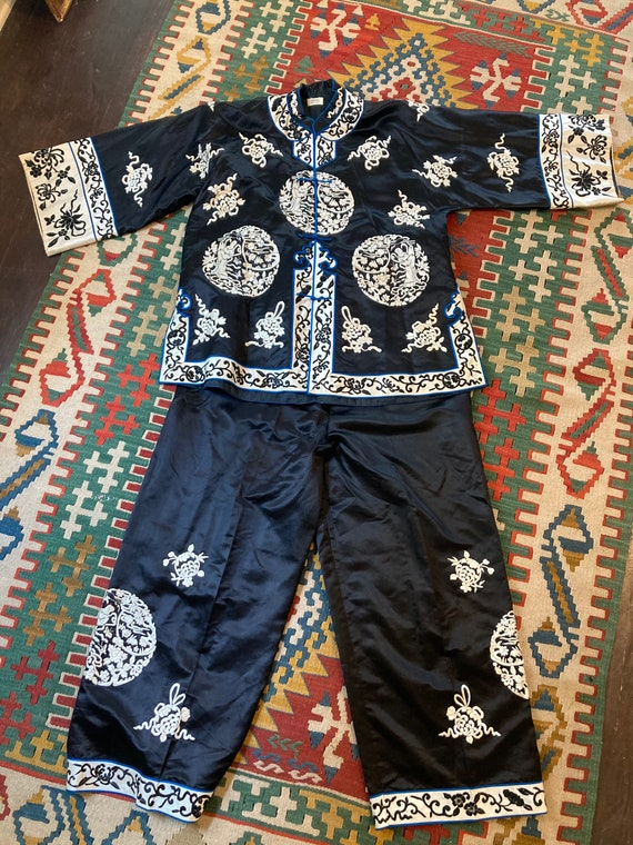 1930s black silk Chinese embroidered pajama set Me