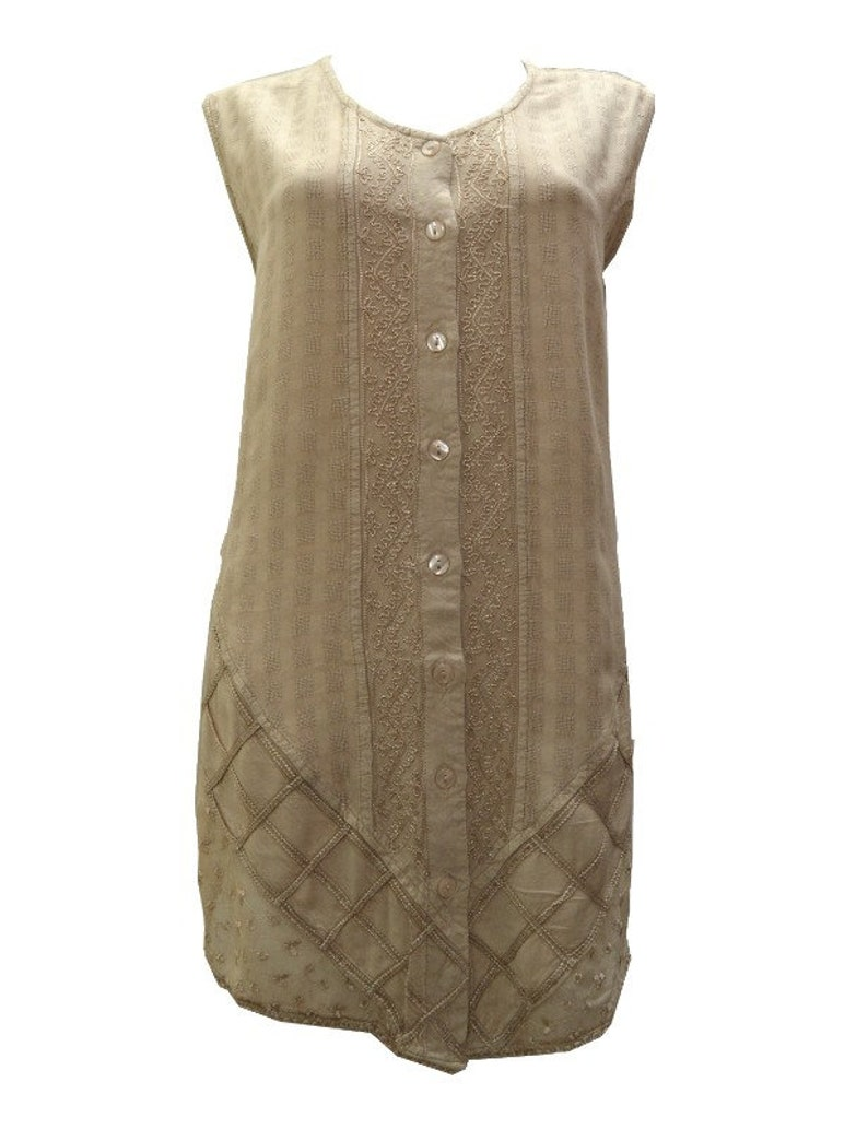 Plus Size round neck embroidered sleeveless front buttoned floral tunic top size 20-26