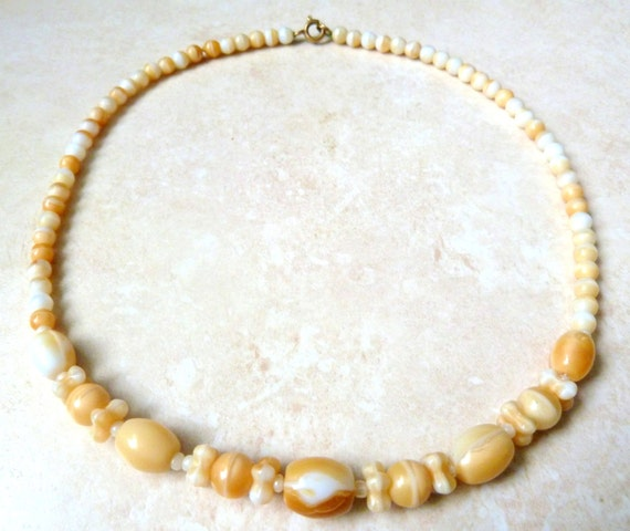 Vintage 60s Necklace, Cream And Caramel Marbled Gl