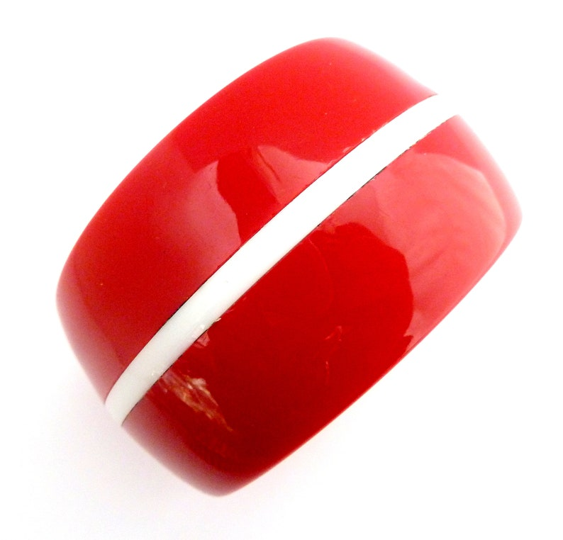 Vintage Bangle Chunky Red And White Striped Lucite Pop Mod Style Bracelet 70s 80s Jewellery.