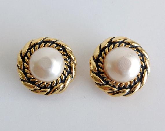 Vintage 80s Chanel clip Earrings