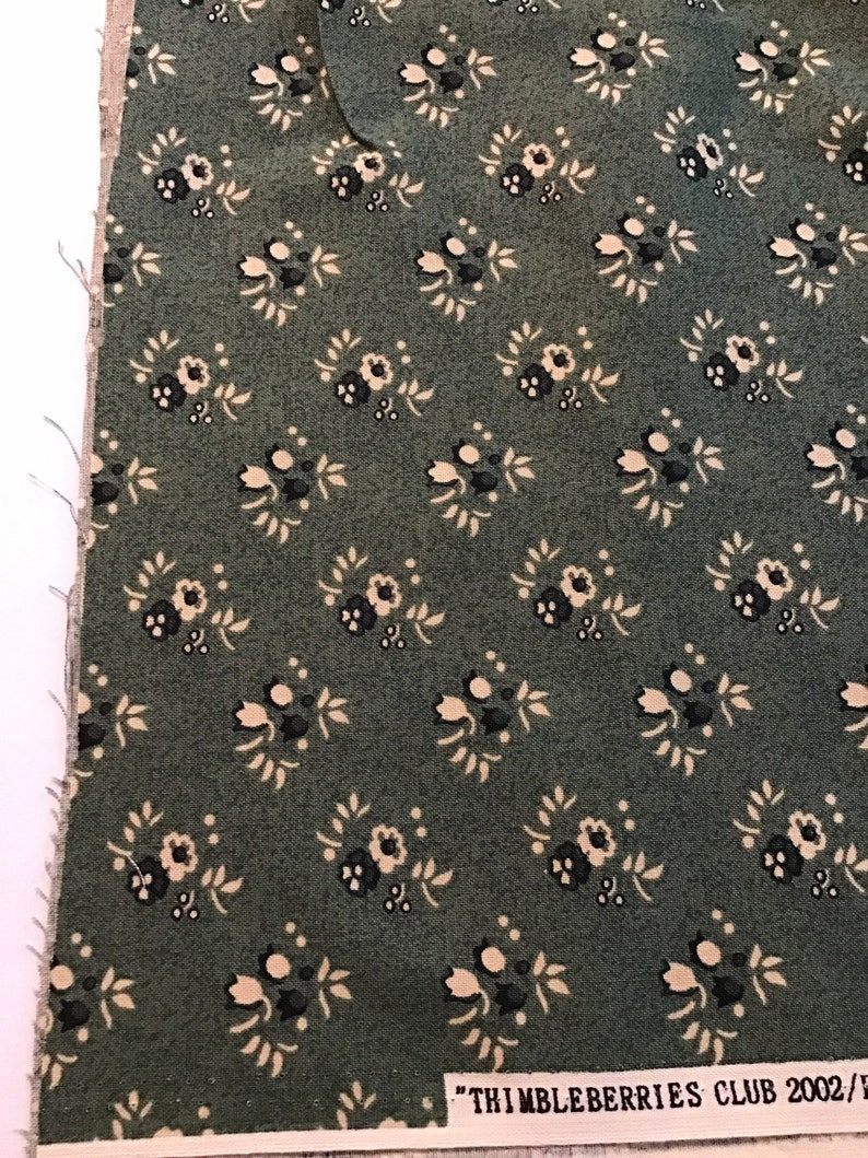 Thimbeberries Club 2002 Paint Box 20022003 by Thimbleberries for R J R Fabric by the Yard Green Fabric with Cream Flowers