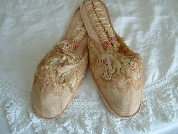 A stunning Pair of Edwardian Boudoir Slippers/Ribb