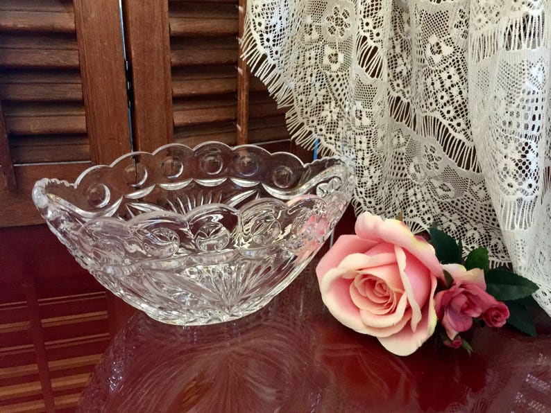 Crystal Candy Bowl Boat Vase Scalloped Hand Cut Kitchen Snack Fruit Glassware Wedding Centerpiece Anniversary Bridal Shower Gift for Mom