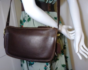 Vintage Legacy Coach Clean Leather Purse 856312e2ea886