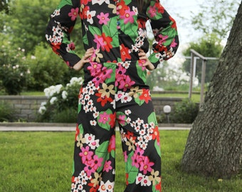 1970s Vintage Flower Power, Rockin' Lounge Suit !
