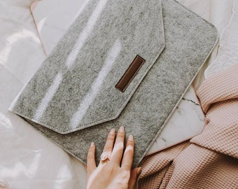 Grey Felt and Leather Ipad- Laptop Sleeve | Laptop Sleeve | Protective Laptop Clutch | 13 Inch Case | 15/16 Inch Case  | Macbook Sleeve