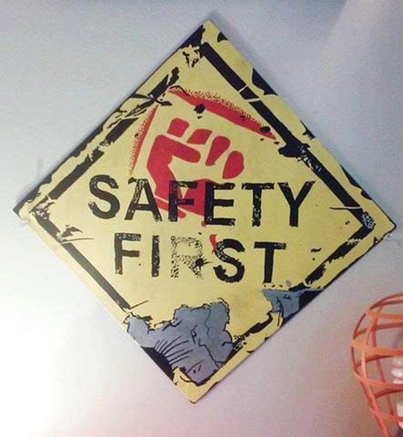 Borderlands Safety Fist sign