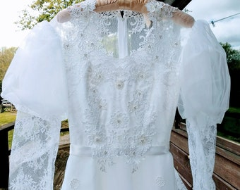 Vintage 70s White Wedding Dess Victorian Ruffles Ribbon Trim Lace Flowers Long Sleeves High Neck Victorian Gunne Sax Style Bridal Gown - XS