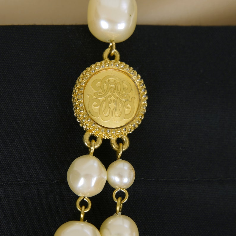 Double Strand Pearls 1960/'s Faux Pearls Two Strand Necklace Women/'s Vintage Simulated Pearls Necklace with Gold Tone Accents Gold Beads