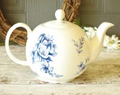 Vintage blue and white ro...