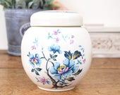 Vintage ginger jar with l...