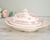 Vintage ceramic serving dish or tureen, with lid, Mason's 'Manchu' design red and ivory.