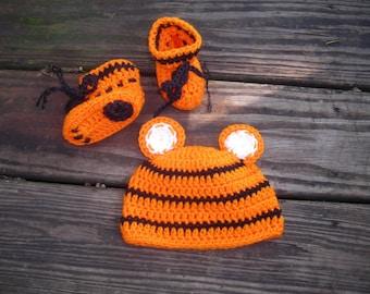 Bengals baby hat and bootie set