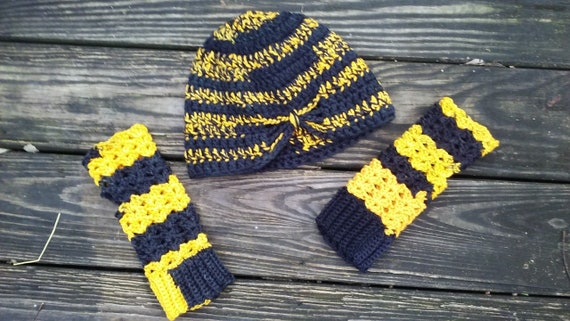 Black and Gold women hat set with fingerless mittens West  e9e3c3222f