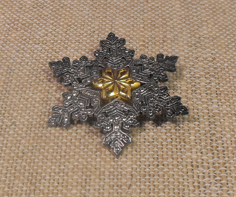 Winter Christmas Season Womens Jewelry Free Shipping Vintage  Silver and Gold Tone  Snowflake Style Brooch Pin