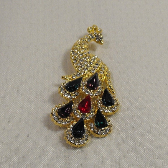 free shipping Rhinestone Peacock Figural Brooch Colorful Teardrop and Clear Faceted Stones in Goldtone Setting
