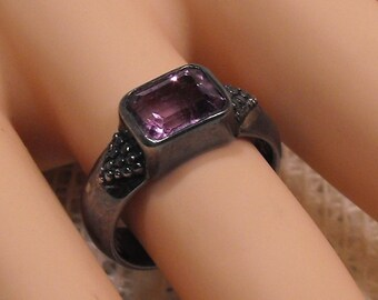 Vintage Estate Sterling Silver Ladies Solitaire Ring with Purple Amethyst . Size 7